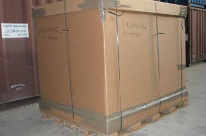 Caisse en carton que Ducret SA utilise pour des déménagements à l'étranger depuis Genève et la Suisse