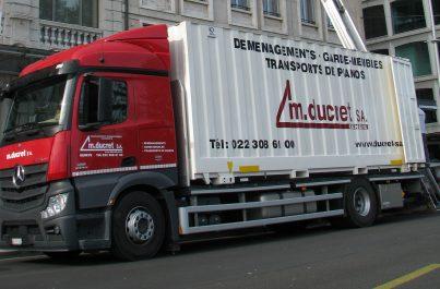 Photographie d'un monte-meubles mis en location par l'expert en déménagement Ducret SA à Genève